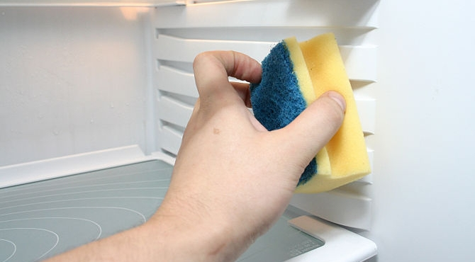 How to get rid of bad smells inside your fridge