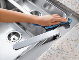 How to clean stainless steel household objects