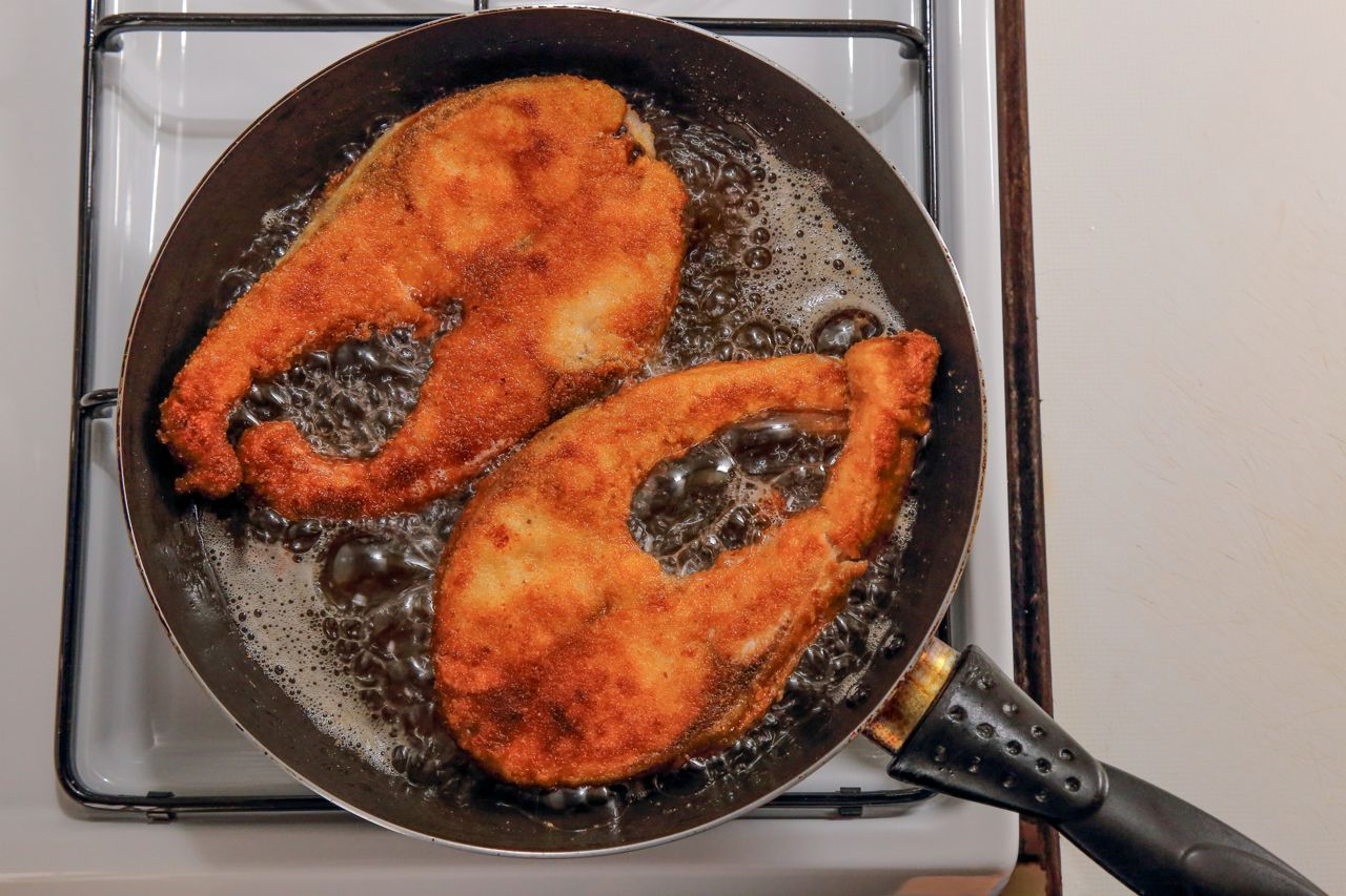 The Vinegar And Bread Trick To Remove Frying Smell Out Of Your Kitchen